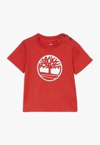 Timberland - SHORT SLEEVES TEE - Print T-shirt - red - 0