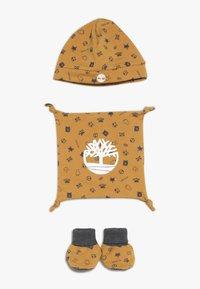 Timberland - BABY BONNET CHAUSSONS DOUDOU SET - Lue - camel - 0