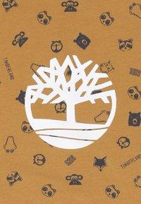 Timberland - BABY BONNET CHAUSSONS DOUDOU SET - Lue - camel - 4