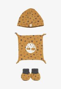 Timberland - BABY BONNET CHAUSSONS DOUDOU SET - Lue - camel - 3