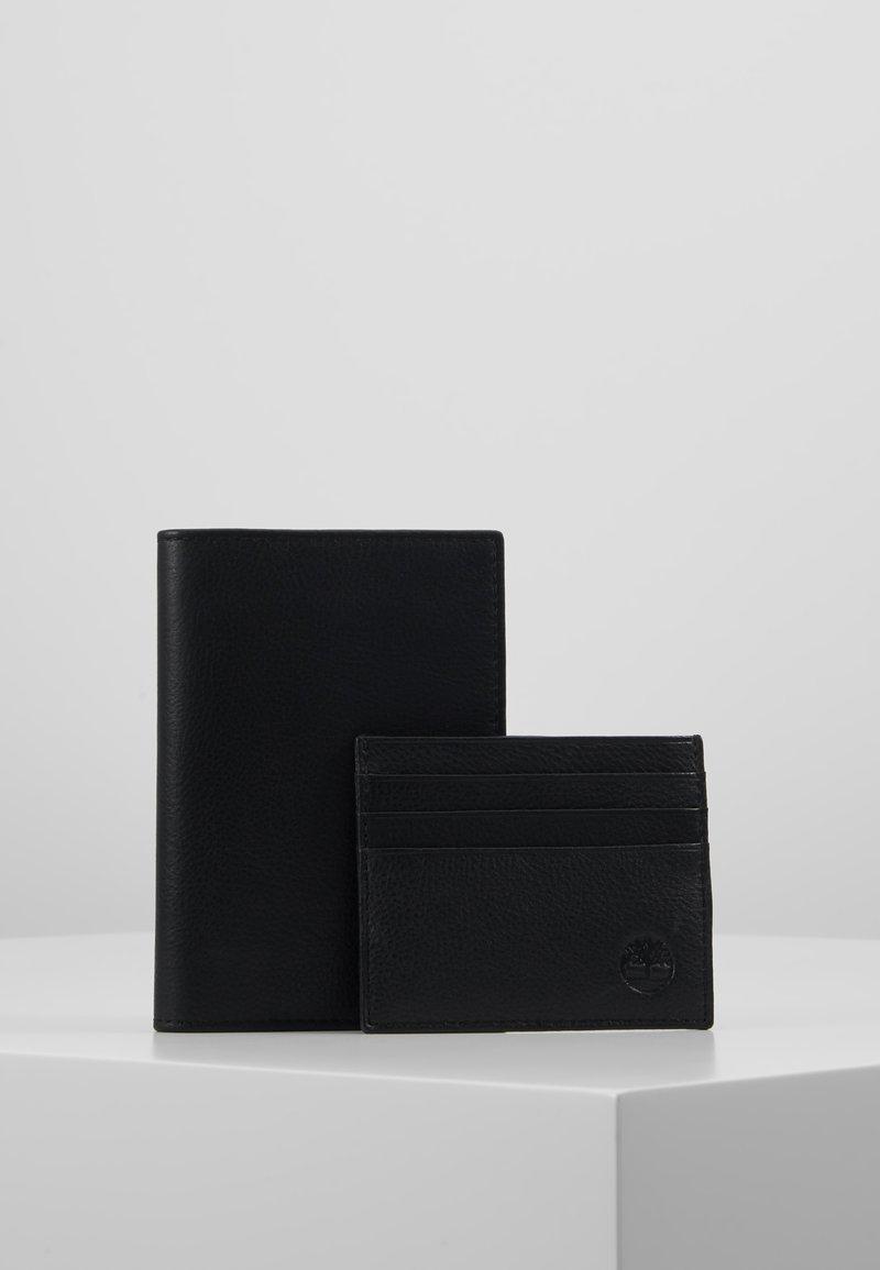 Timberland - CREDIT CARD AND PASSPORT COVER GIFT SET - Peněženka - black
