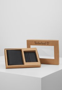Timberland - CREDIT CARD AND PASSPORT COVER GIFT SET - Peněženka - black - 1