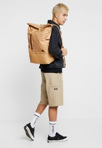 Timberland - ROLL TOP BACKPACK - Batoh - iced coffee - 1