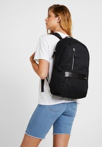 Timberland - CLASSIC BACKPACK - Tagesrucksack - black - 5