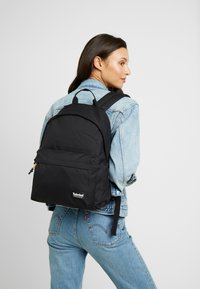 Timberland - NEW CLASSIC BACKPACK - Tagesrucksack - black - 5