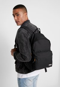Timberland - NEW CLASSIC BACKPACK - Tagesrucksack - black - 1