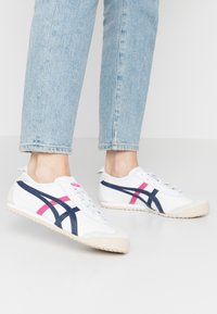 Onitsuka Tiger - MEXICO 66 - Sneakers - white/navy/pink - 0