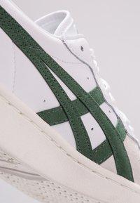 Onitsuka Tiger - GSM - Sneakers - white/hunter green - 5