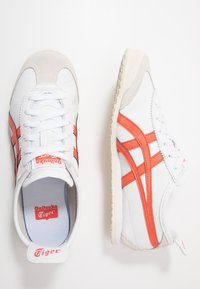 Onitsuka Tiger - MEXICO 66 - Sneakersy niskie - white/red snapper - 1
