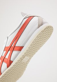 Onitsuka Tiger - MEXICO 66 - Sneakersy niskie - white/red snapper - 5