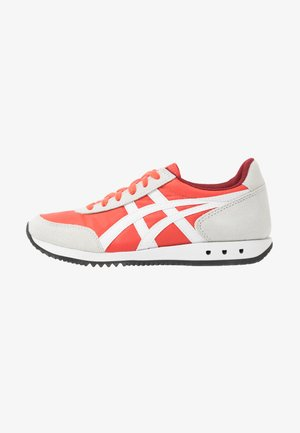 NEW YORK - Trainers - red snapper/white