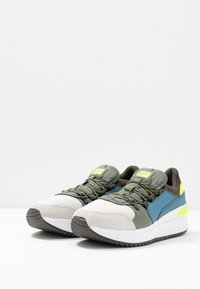 Onitsuka Tiger - EMPIRICAL 2.0 - Joggesko - glacier grey/burnt olive - 2