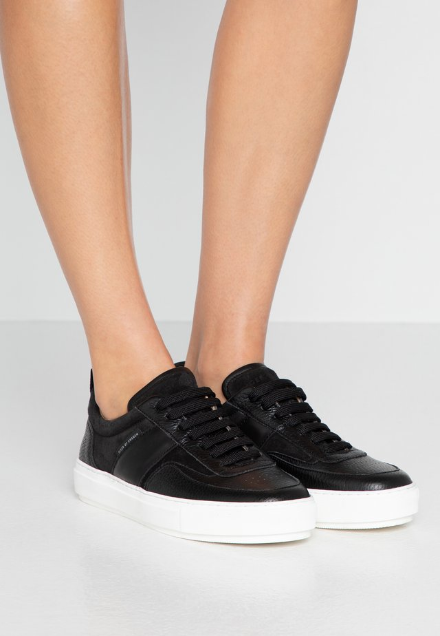 SALI - Trainers - black