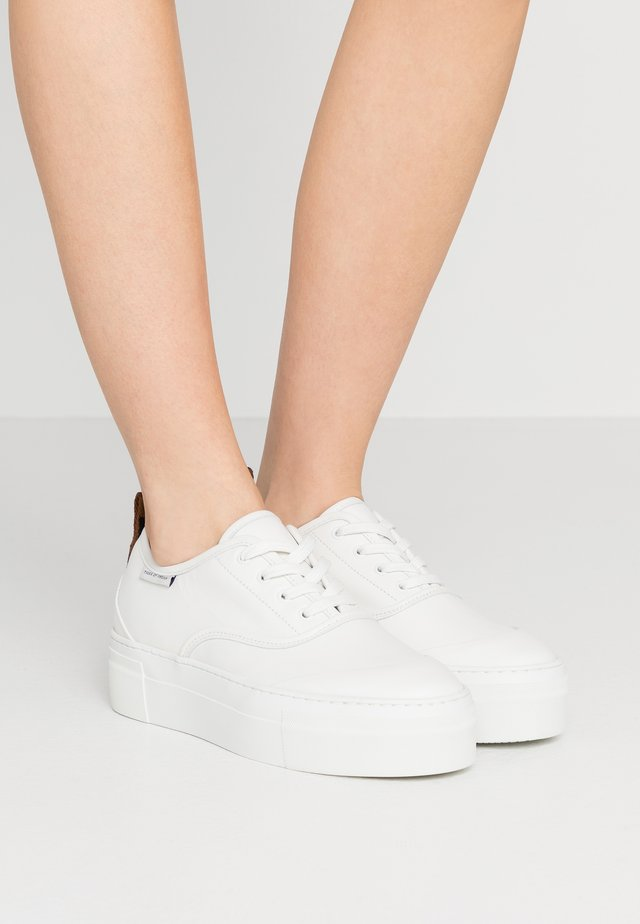 STILOBATE - Sneaker low - white