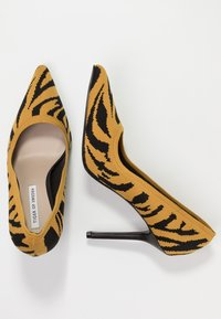 Tiger of Sweden - TIGRELLA - High heels - orange sorbet - 3