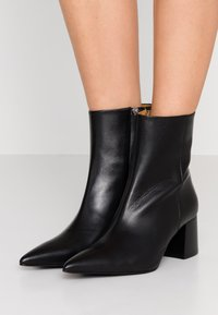 Tiger of Sweden - SIRAN - Classic ankle boots - black - 0