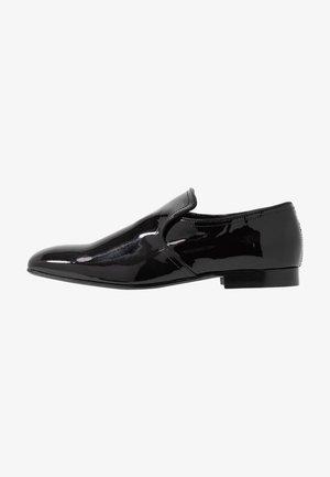 SOLEN  - Elegantní nazouvací boty - black