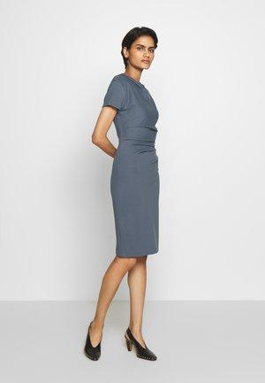 Pouzdrové šaty - mist blue