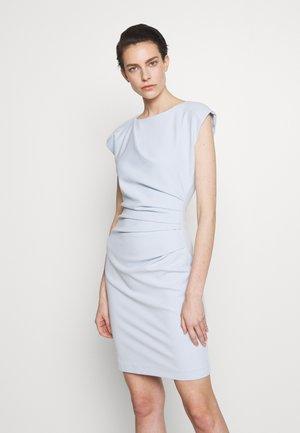Pouzdrové šaty - cloud blue