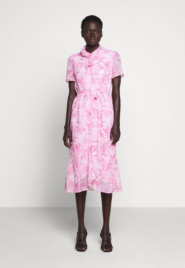 GALIA - Korte jurk - pink