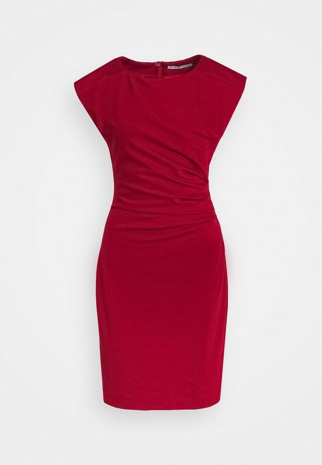 MISTRETCH - Pouzdrové šaty - moon red