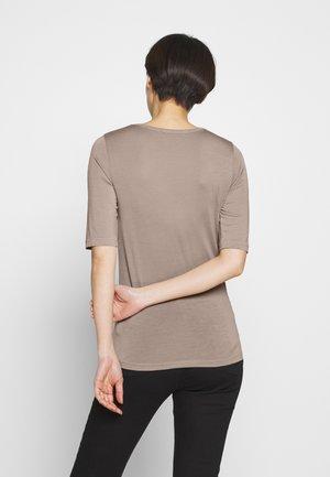 LERNA - T-shirt print - pale mocha
