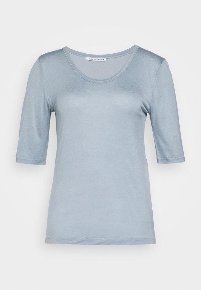 LERNA - Jednoduché triko - shady blue