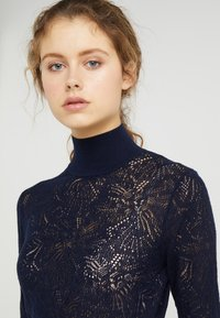 Tiger of Sweden - CLASSY - Sweter - midnight blue - 4