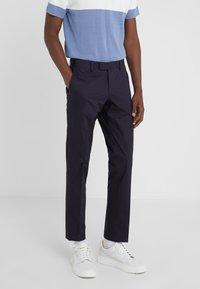 Tiger of Sweden - TORDON - Pantaloni eleganti - midnight blue - 0