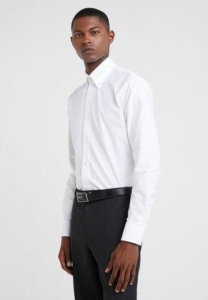 FABLO SLIM FIT - Camicia - white