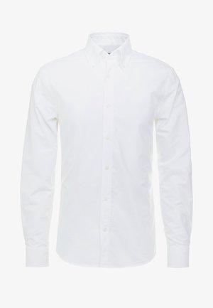 FABLO SLIM FIT - Košile - white