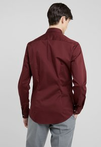 Tiger of Sweden - FILBRODIE EXTRA SLIM FIT - Formal shirt - regal red bordeaux - 2