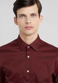 Tiger of Sweden - FILBRODIE EXTRA SLIM FIT - Formal shirt - regal red bordeaux - 4