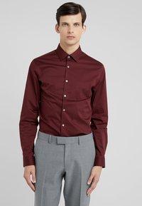 Tiger of Sweden - FILBRODIE EXTRA SLIM FIT - Formal shirt - regal red bordeaux - 0