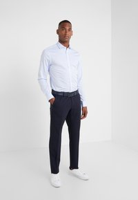 Tiger of Sweden - FILLIAM SLIM FIT - Chemise classique - light blue - 1