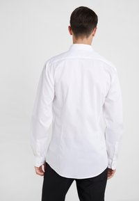 Tiger of Sweden - FERENE SLIM FIT - Camicia elegante - white - 2