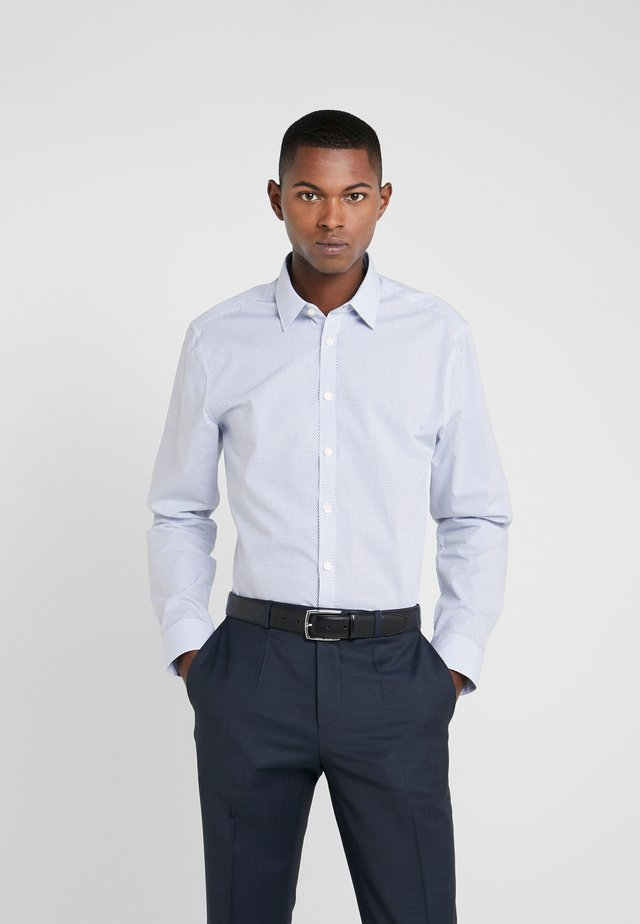 FERENE SLIM FIT - Skjorta - blue dotted