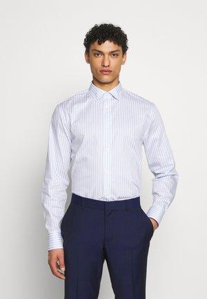 FRIDOLF - Formal shirt - dust blue