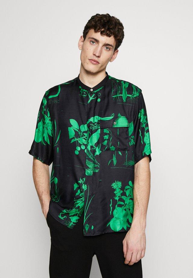 LACTEUS - Skjorta - floral black/green