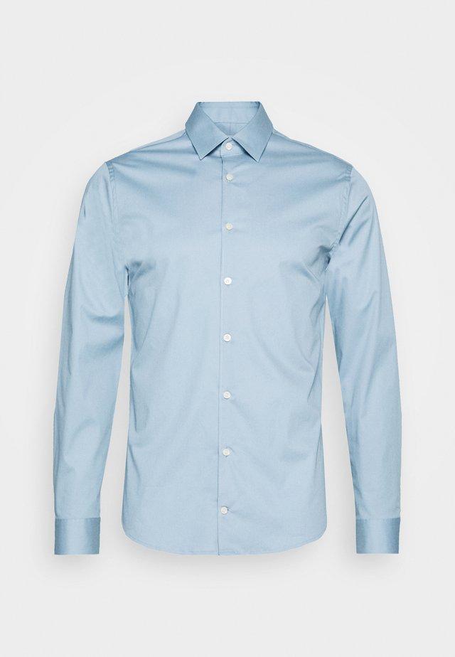 FILBRODIE - Kostymskjorta - shady blue