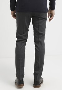 Tiger of Sweden - HERRIS - Pantaloni eleganti - dark grey - 2