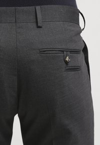 Tiger of Sweden - HERRIS - Pantaloni eleganti - dark grey - 5