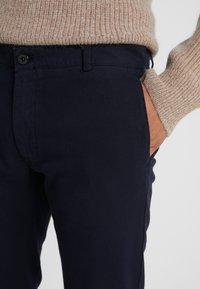 Tiger of Sweden - TRANSIT  - Pantalones chinos - light ink - 3