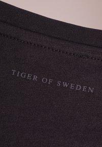 Tiger of Sweden - LEGACY - T-shirt basique - black - 5