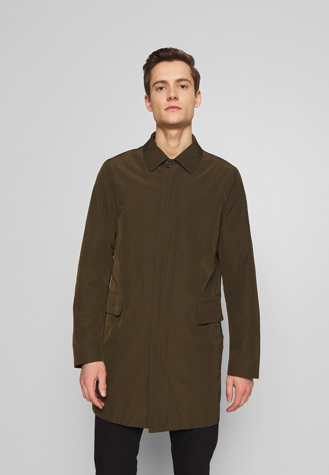 CARLSON - Kort kappa / rock - military