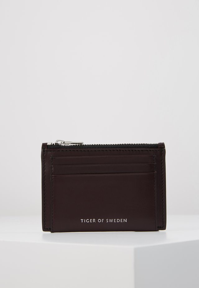 WELT - Business card holder - burgundy