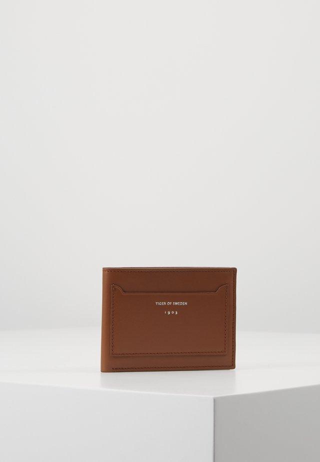 SJATTE - Plånbok - cognac