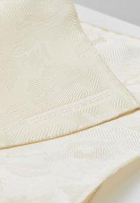 Tiger of Sweden - PRIS - Lommetørkle - whipped cream - 3