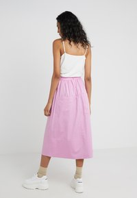 Tibi - SMOCKED WAISTBAND - Gonna a campana - pink - 2