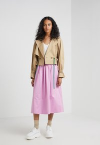Tibi - SMOCKED WAISTBAND - Gonna a campana - pink - 1